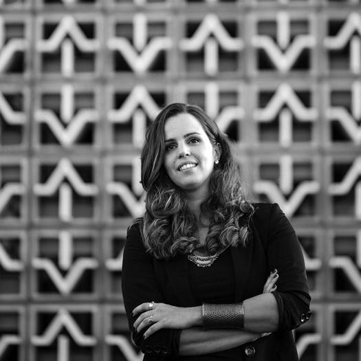 Arquiteta e urbanista, formada pela PUC-Rio e Pós Graduada em Arquitetura de Iluminação pela Universidade Veiga de Almeida.