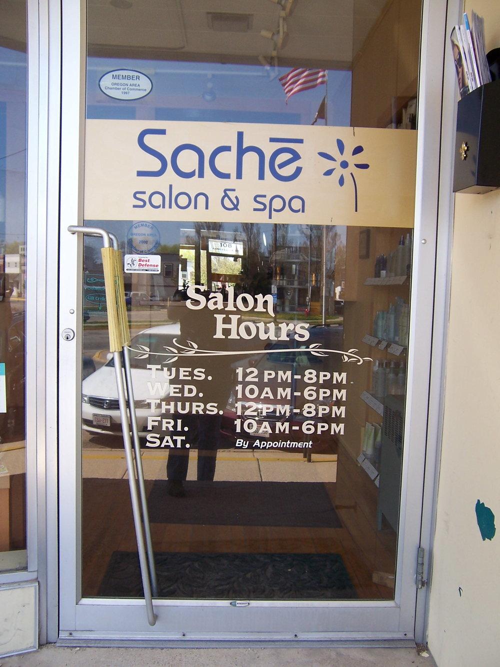 window_lettering_sache.JPG