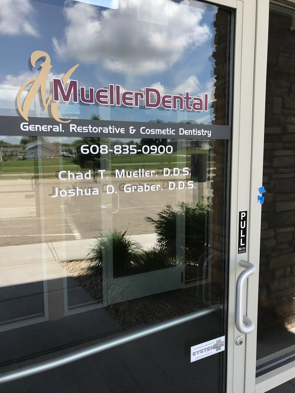 window_lettering__Mueller.jpeg
