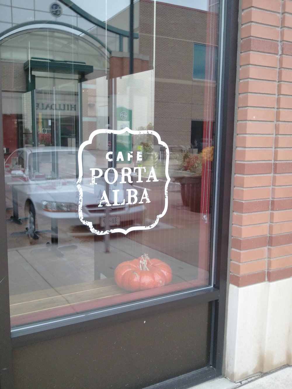 window_lettering_cafe_porta.jpg