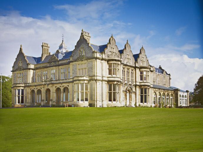 Clevedon Hall Building(grass).jpg