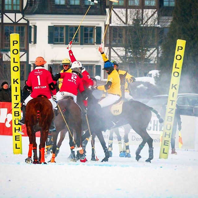Team @engelvoelkershq and @corum_deutschland fighting for the trophy. #kitzpolo #snowpolo #kitzbühel #kitzbuehel #snow #polo #team #engelandvoelkers #engelandvölkers #corum #poloplayer #polopony #tournament #trophy #goal #pololifestyle