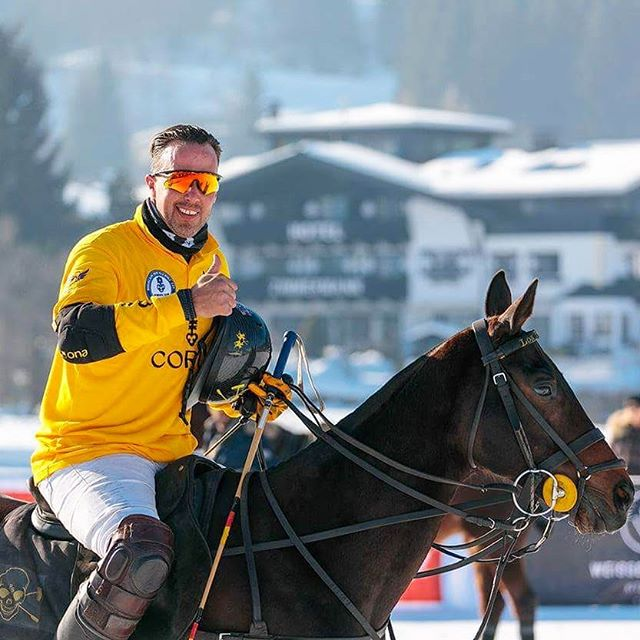 We'll take the nice weather with us to our next tournament, so @philippe.sommer can smile bright again! #kitzpolo #kitzbühel #kitzbuehel #snowpolo #snow #polo #poloplayer #polopony #poloponies #pololifestyle #sun #tirol #horse #horselove