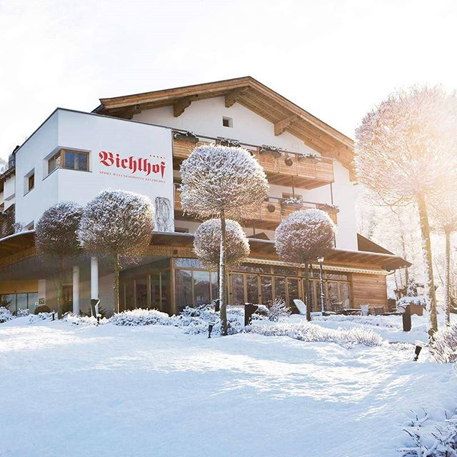 The @hotel_bichlhof all in white. We are already looking forward to it. You too?  #kitzpolo #snowpolo #kitzbühel #kitzbuehel #bichlhof #hotel #tirol #lifestyle #pololifestyle #poloplayer #polopony #tournament #luxury #snow #polo