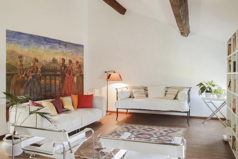 SALA AFFRESCHI - Situata al Terzo piano, la Sala Affreschi è utilizzabile sia come spazio di lavoro che come foresteria. Può ospitare fino a sei posti letto.SCOPRI SALA AFFRESCHI