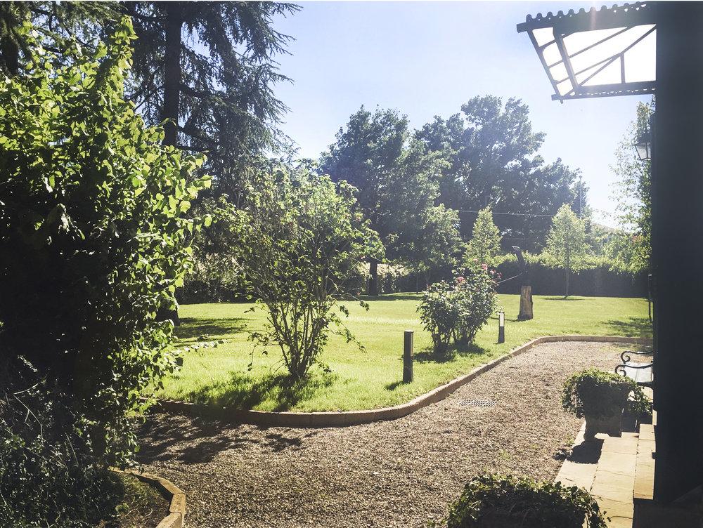 IL PARCO - Circondata da un ampio parco di 5000 mq di verde, Villa Capriolo offre deliziosi angoli di relax dove godere la quiete e la bellezza del luogo.SCOPRI IL PARCO