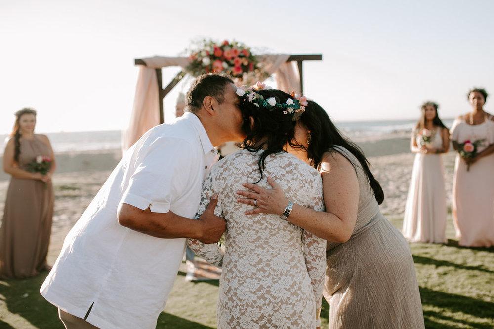 pinkfeatherphotography.OceanBeach-Wedding(117of591).jpg