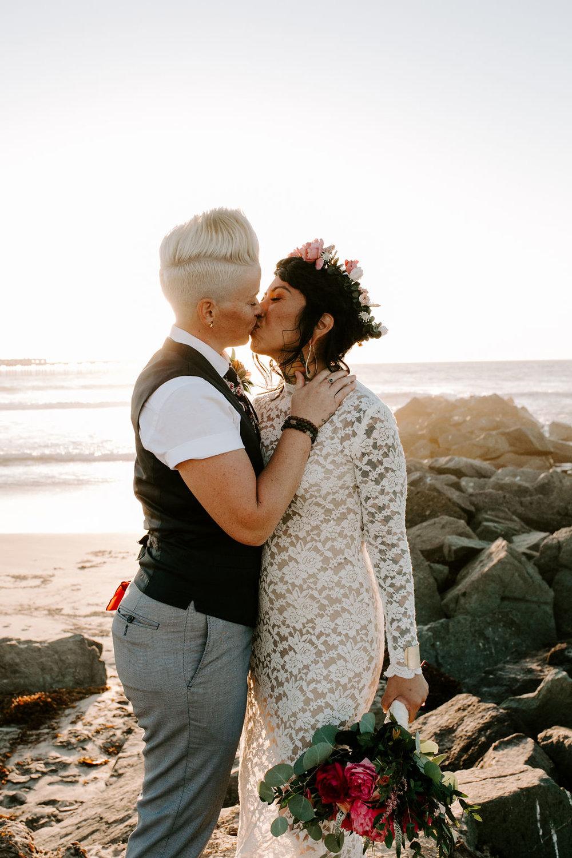 pinkfeatherphotography.OceanBeach-Wedding(273of591).jpg