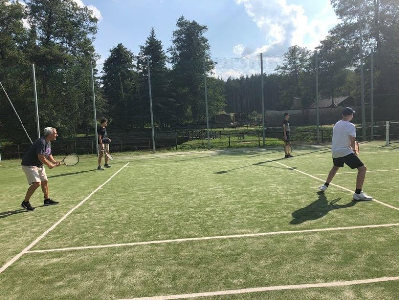 mike-tennis.JPG