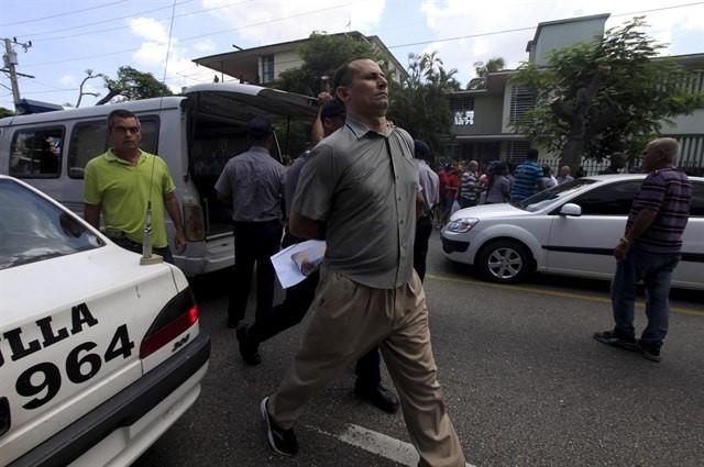 José Daniel Ferrer is arrested.