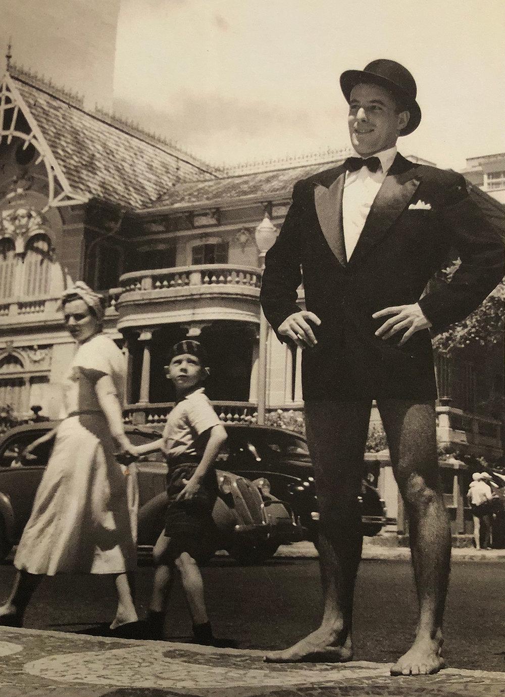 34. Magazine  O Cruzeiro , 'The Truth Walked Naked', 1949.  A cidadedo homem nu , Inti Guerrero. Museu de Arte Moderna de São Paulo