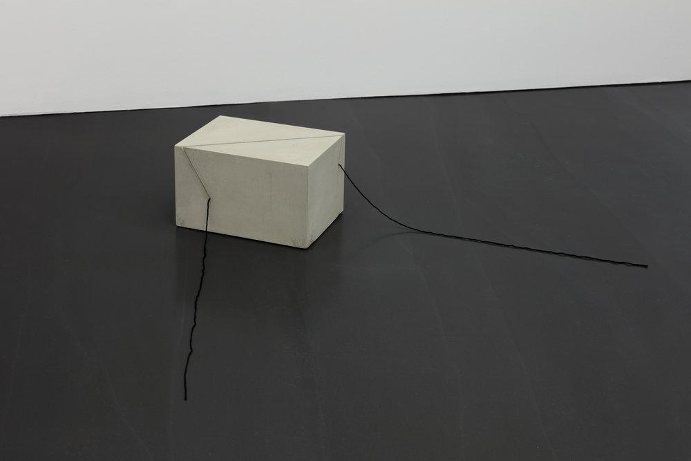 1.  Line Weight II , Marcius Galan, 2018. Galeria Luisa Strina, São Paulo. Image: Andrea Rosetti. Courtesy of Galeria Luisa Strina.