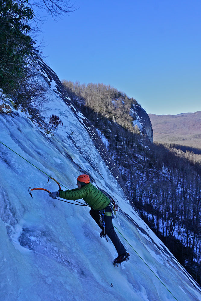 Reardon following up Heath Alexander's lead of  Flyin' Shoes  - the tallest ice route at Looking Glass Rock to date.