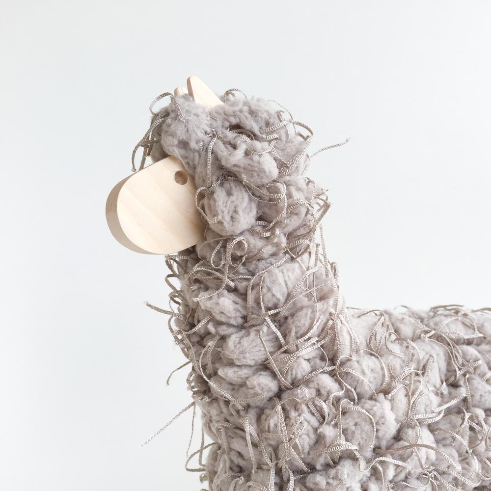 soso-store-alpaca-grey-7.png