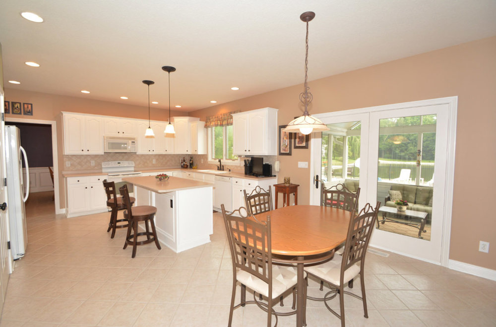 Professional photography when selling your home - A well photographed kitchen and dining area