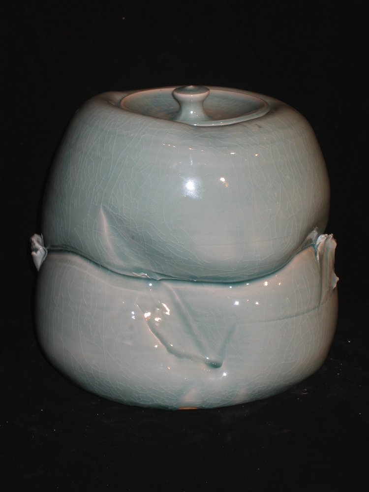 porcelain elephant foot covered jar form