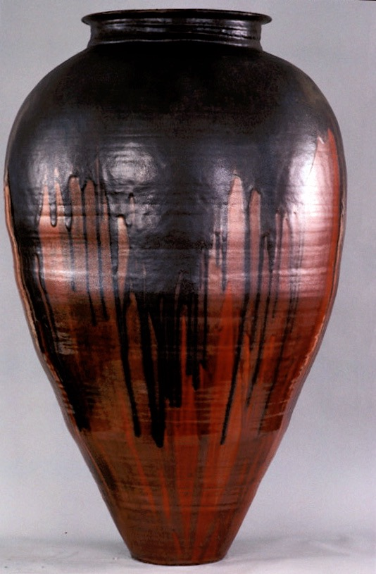 Colossal Jar in Red and Black - American Museum of Ceramic Art