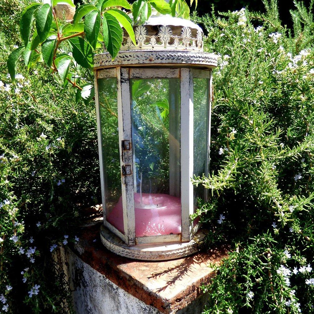 lantern-2666595_1920.jpg