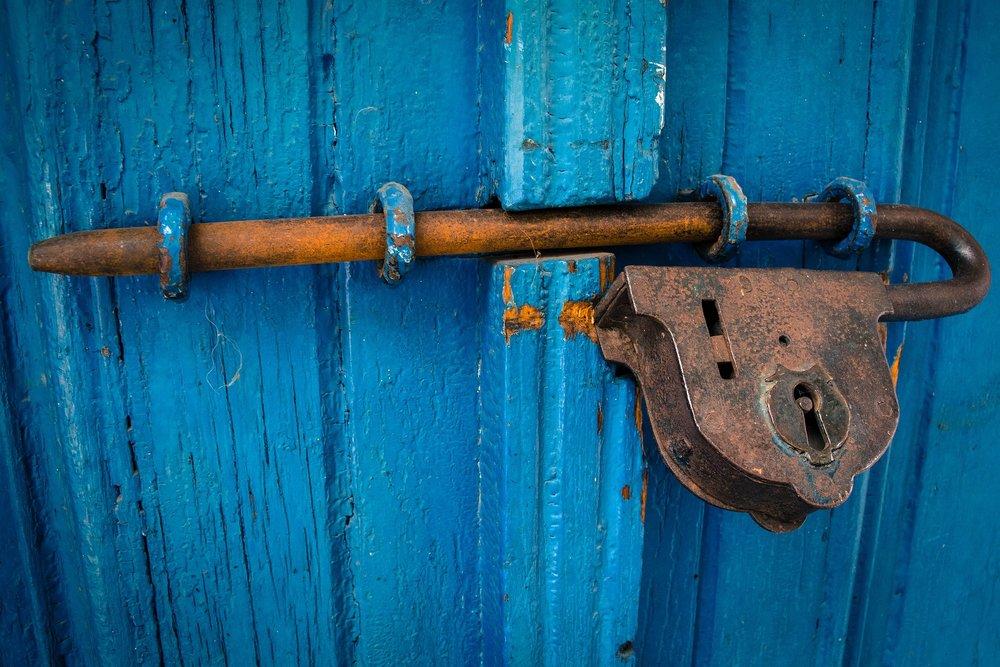 door-1587863_1920.jpg