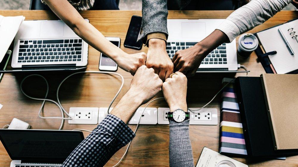 Referrals lonen bij Erbacom - Ken jij nog iemand bij een bedrijf dat wij kunnen helpen?Bezorg ons dan snel zijn gegevens en word ervoor beloont!