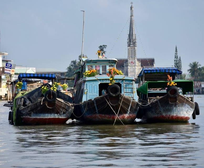floating market vietnam.jpg