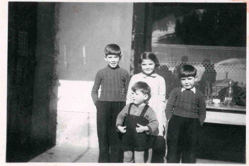 Les 4 enfants de Joséphine dont Marcel le petit dernier