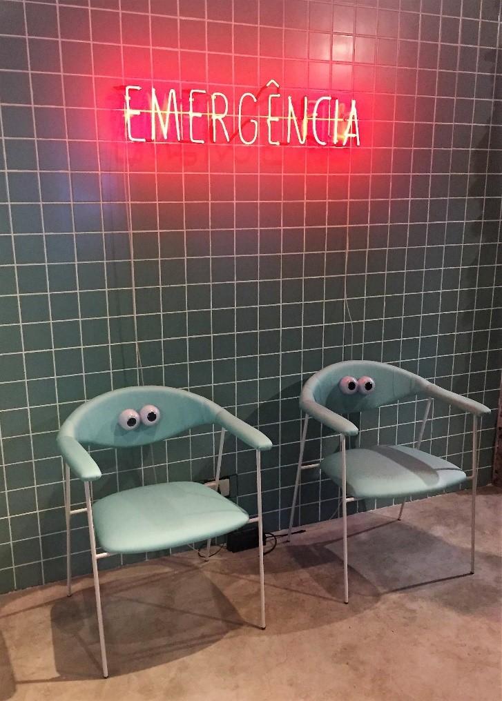 """Exposição """"Emergência"""" na Estar Móveis, Al. Gabriel Monteiro da Silva."""