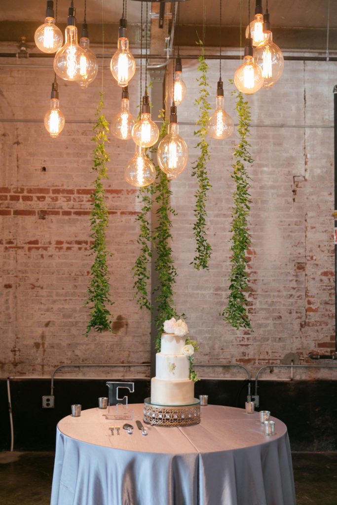 Love the Edison bulbs above the cake!