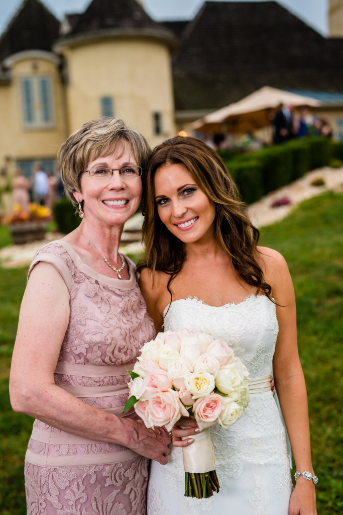 The bride and her beautiful mother.