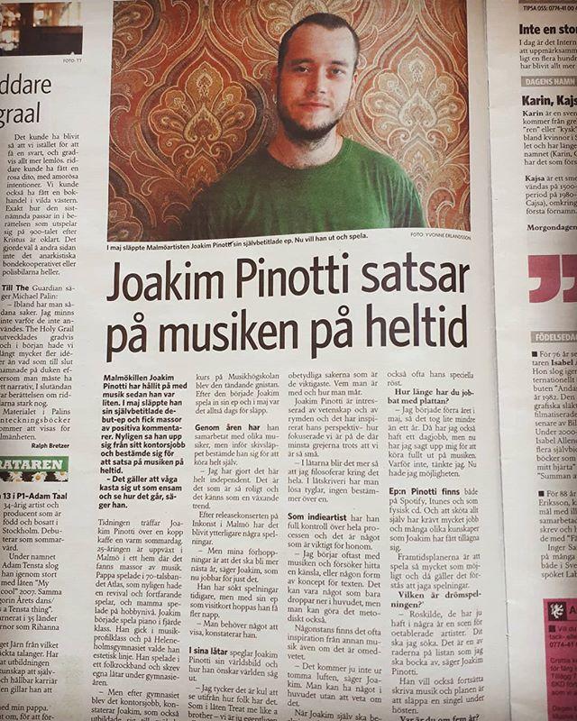Såg ni Skånska Dagbladet igår? Där fanns jag i en version av bild och ord! Ojojoj. Skojskojskoj 😁😁. Nyfikna på vad som sades? 👀 Här finns artikeln i sin helhet: http://www.skd.se/2018/08/02/joakim-pinotti-satsar-pa-musiken-pa-heltid/ 🔊❤☀️ #pinotti #pinottimusic #malmö #malmöit #musiker #indie #singersongwriter