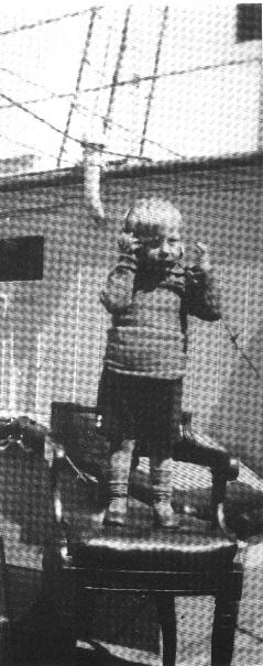Den lille Svend Aage tilbragte mange ferier sammen med faderen på fyrskibene- og det satte sit præg: Svend Aage blev selv navigatør, fyrskibsfører og siden lodsinspektør. Foto: Svend Aage Rasmussen (KBH). Kopi på Fiskeri- og Søfartsmuseet.