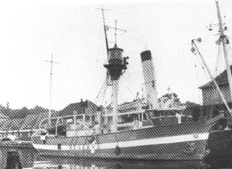 Fyrskib no: XVI ved Fyrmagasinet 1954.Foto: Det Kgl. Bibliotek