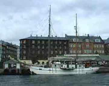 Sådan præsenterer Motorfyrskib no.3 sig, sejler i dag under navnet Donna Wood og sejler i Nord og Østersøen