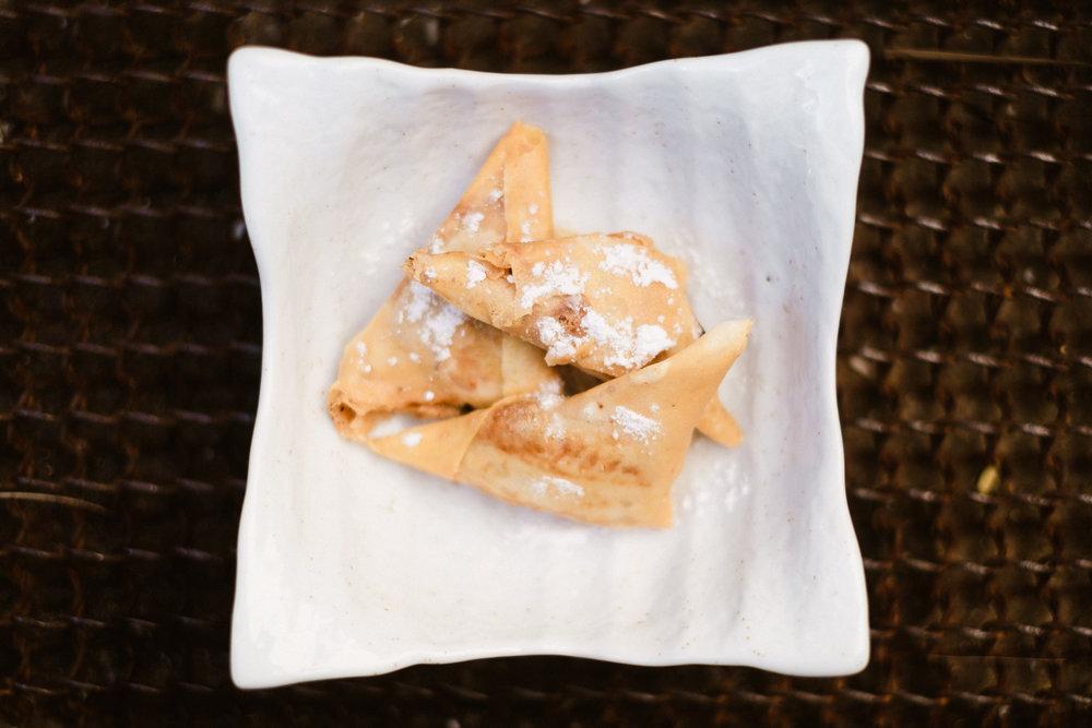 Pastel marroquí con polvo azucarado