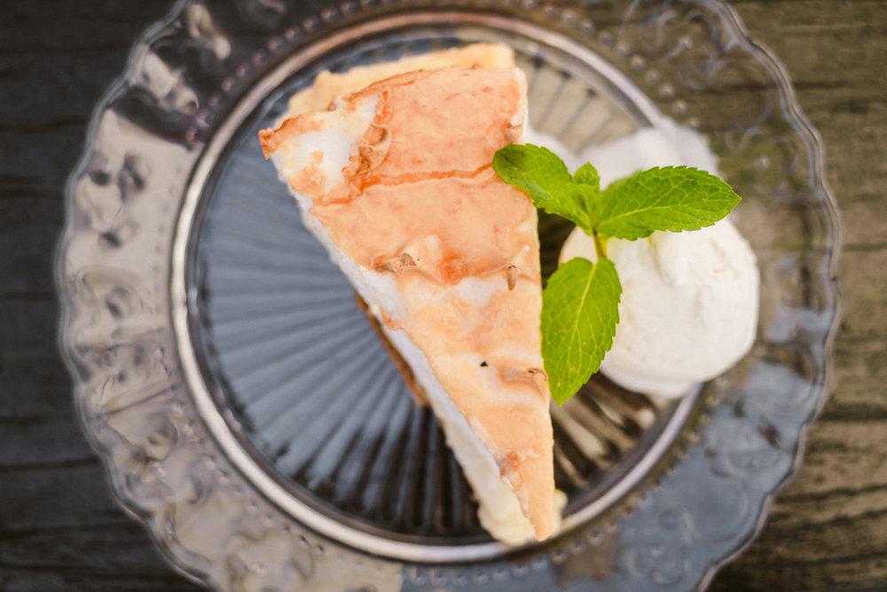 Tarta de limon Mª Victoria con helado de vainilla