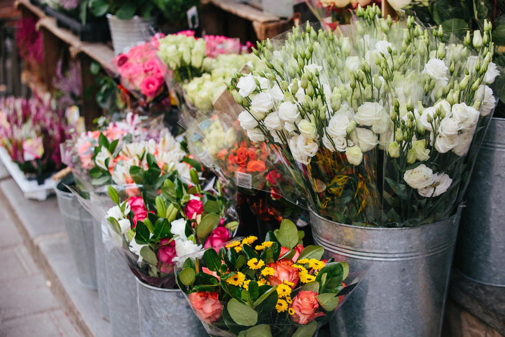 flowers in bulk - Do you have a wedding or an event coming up? This is a great way to show off your floral talents. Plus, it's budget friendly!