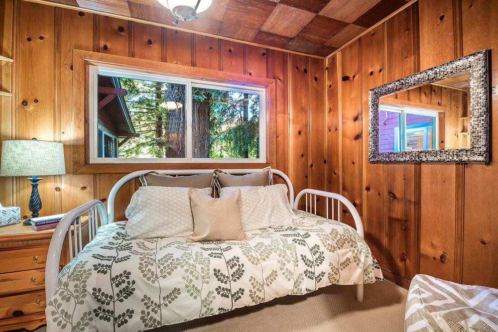 bedroom wing upper- 011.jpg
