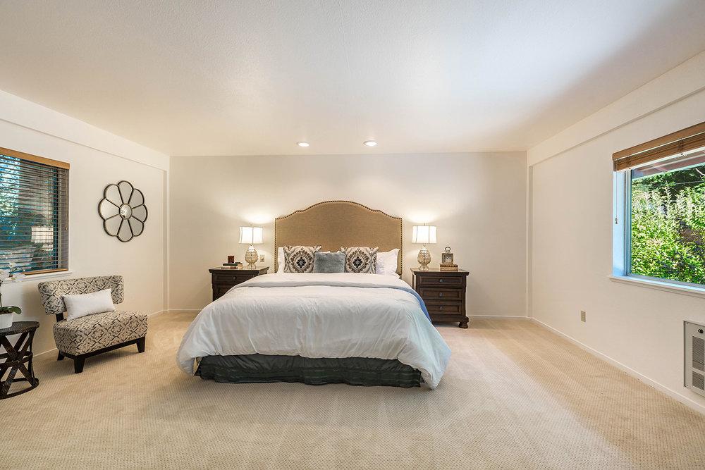 bedroom wing upper- 032.jpg