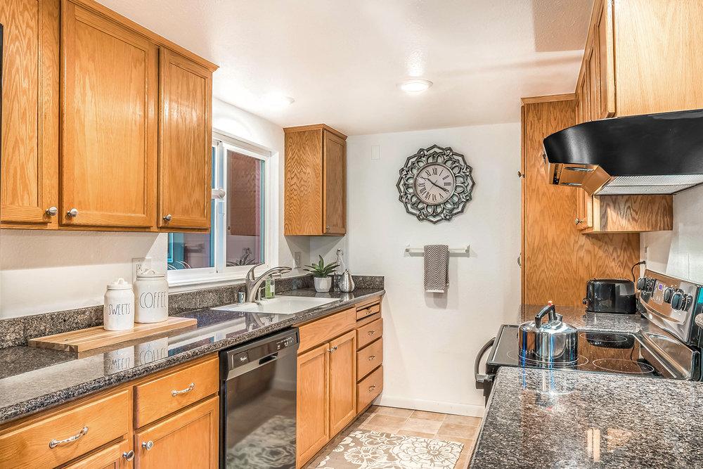 kitchen- 005.jpg