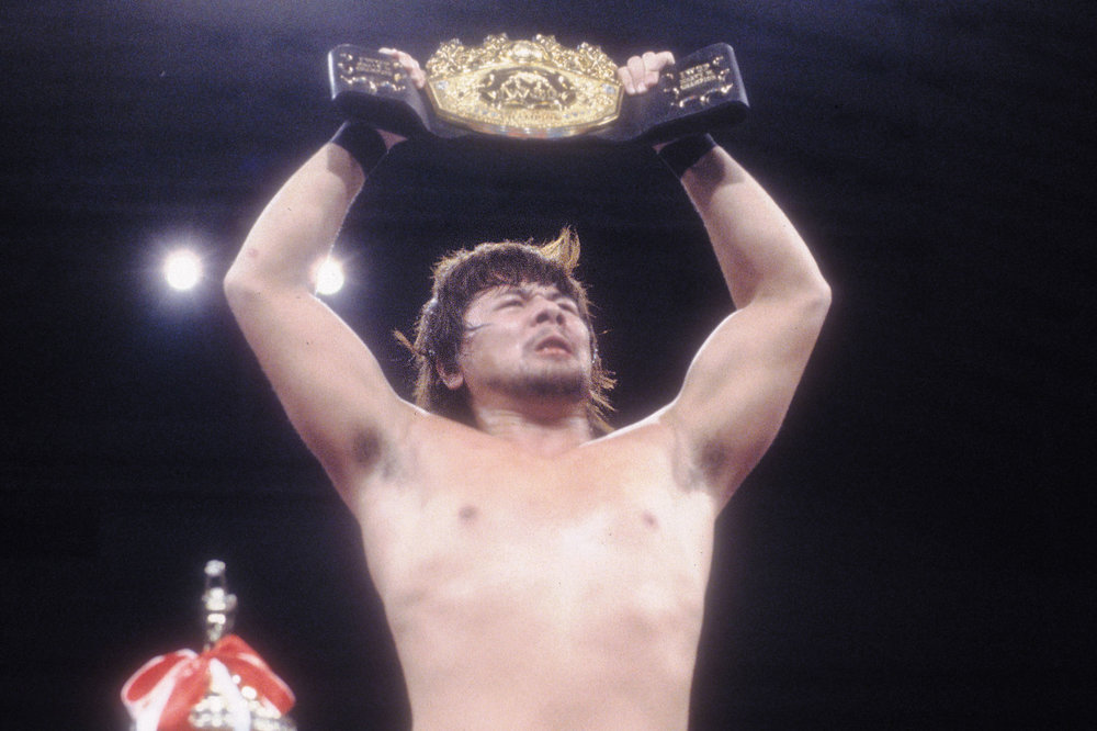 Taking the IWGP Heavyweight Championship at the young age of twenty-three years and nine months in December 2003. This record of youngest ever champion remains unbroken. (Second youngest is Kazuchika Okada at twenty-four years and three months.) © 2014 SHINSUKE NAKAMURA / NEW JAPAN PRO WRESTLING / EAST PRESS.
