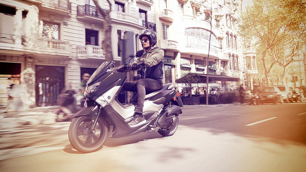 2018-Yamaha-NMAX-EU-Matt-Grey-Action-001.jpg