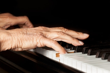 play-piano-fast.jpg
