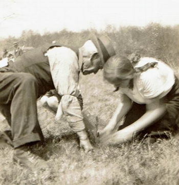 Samuel Lester Damon and granddaughter Patricia Damon Barrett plant a tree in Potter Wood, 1933