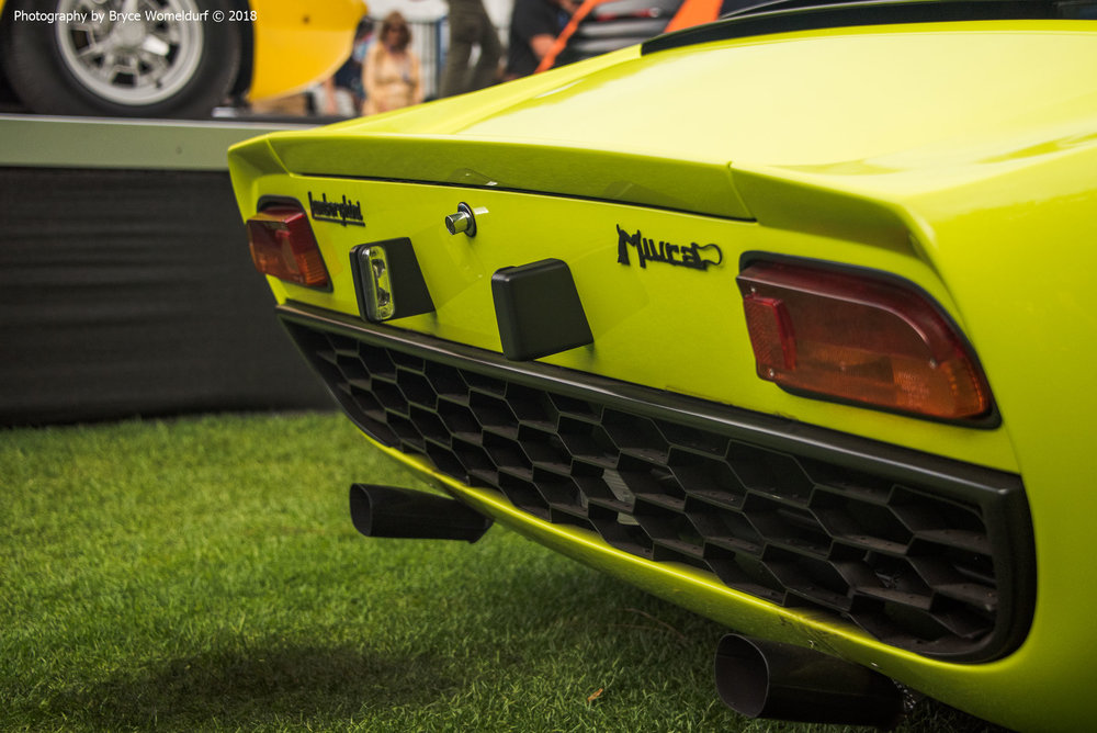 Lamborghini Miura burned up the grass