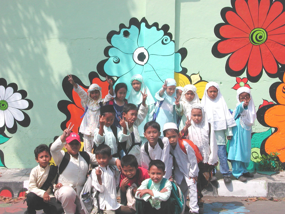 Megan -- kids in Muslim clothes in front of mural #6.jpg