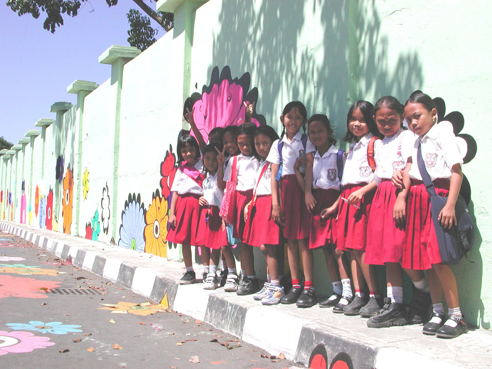 Megan -- little girls lined up along mural.jpg