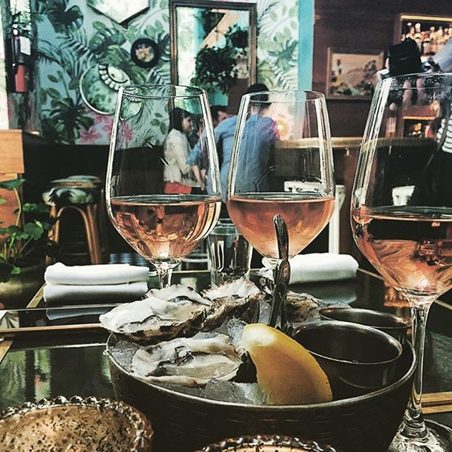 Happy National Rosé Day!!! Find some oysters and bust open the bottles because it's tile to celebrate! 📷 cred: @leosoysterbar