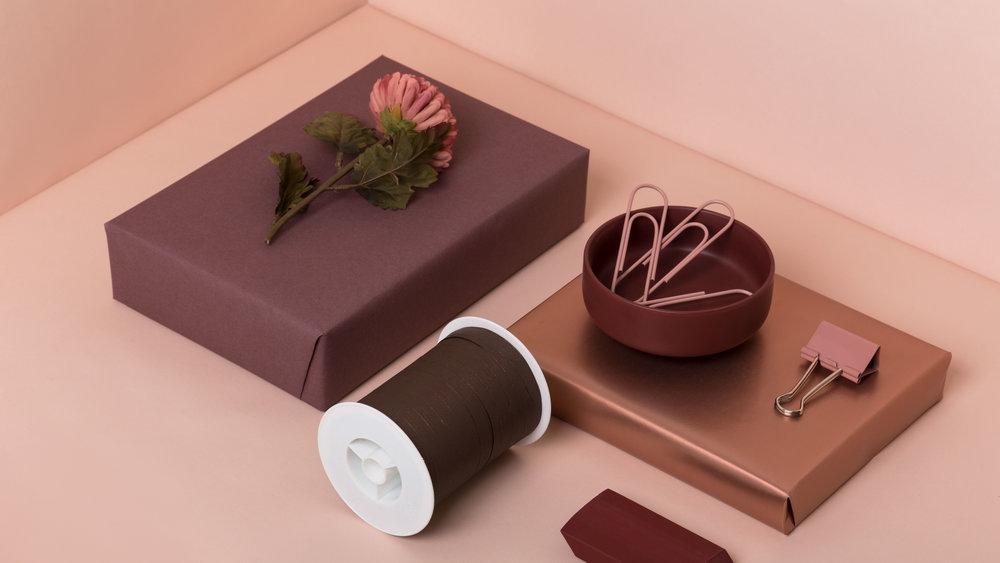 Varme farger som går ton-i-ton gir en elegant og helhetlig innpakning for vårsesongen.
