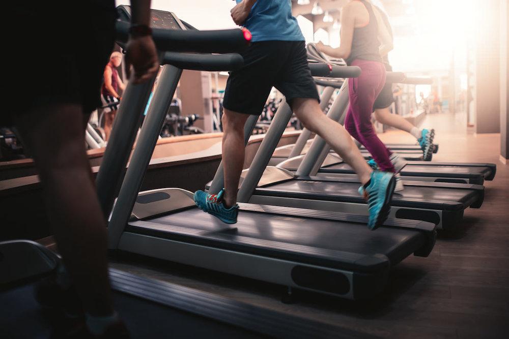 Gimnasio - Mantente en forma. Contamos con un gimnasio equipado para atender las necesidades de acondicionamiento físico que tu cuerpo necesita.