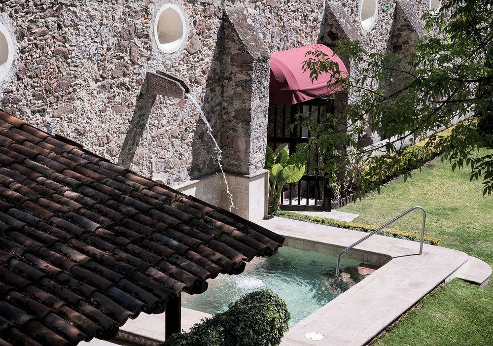Jacuzzi - Si has pensado en relajarte en un jacuzzi al aire libre con hermosos jardines como testigos, este será tu lugar favorito.